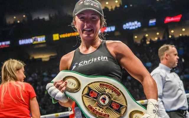 加拿大女拳王重返护士岗位,对抗新冠病毒,拒