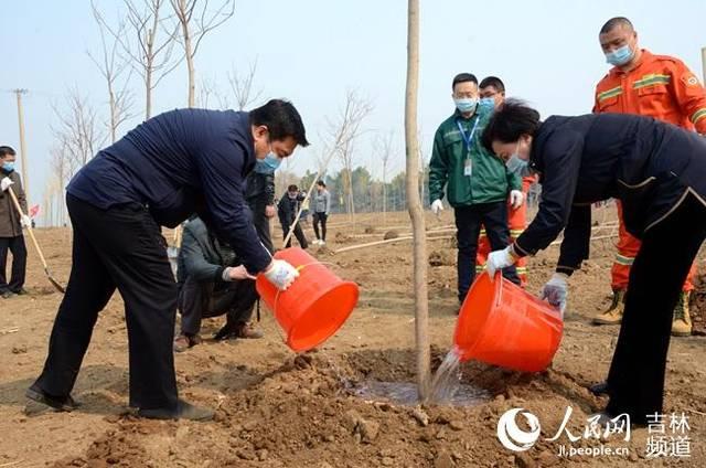 长春莲花山生态旅游度假区开展全民义务植树活