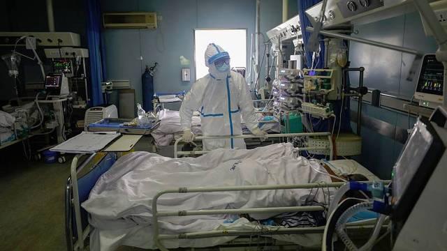 普京:目前俄罗斯全境新冠肺炎疫情拐点尚未到来