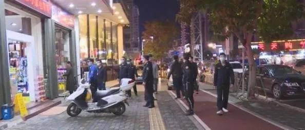 广东梅州:整治占道经营 加强餐饮油烟治理