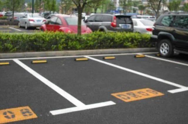 """开车偶遇""""熊猫""""停车位能停吗?老司机提醒:"""