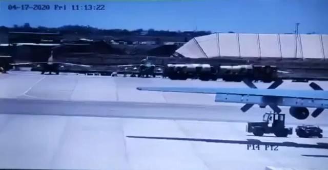 俄制战机走火,击中副司令房子造成5死!美军更惨:航母瞬间爆炸