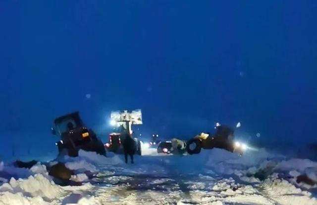 江湾乡暴雪天气及时救援被困人员车辆