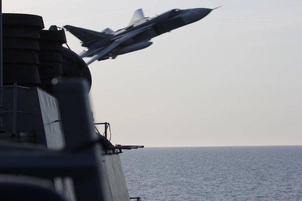 美俄博弈高潮迭起,俄军机模拟攻击美舰,B1B转身进行核打击演习