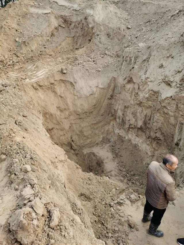 生命消失在土方之下:原阳儿童压埋事件中破碎