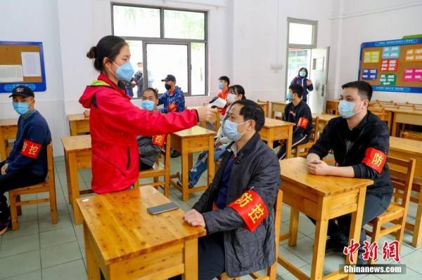 武汉一高中举行疫情防控应急演练z