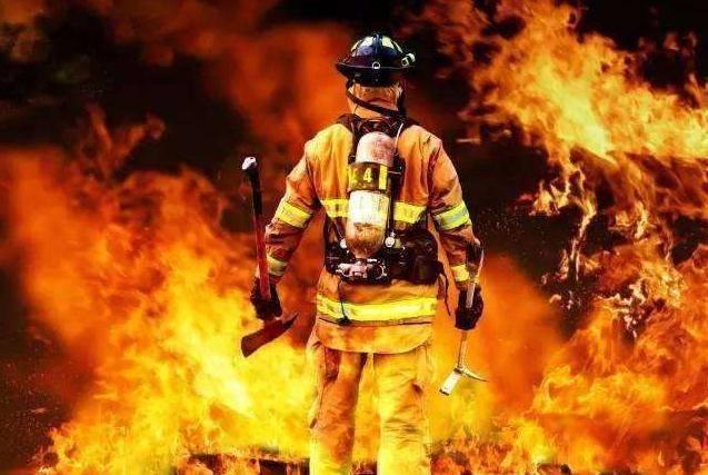 火灾:连续两天,火势不减!山东青岛西海岸灵