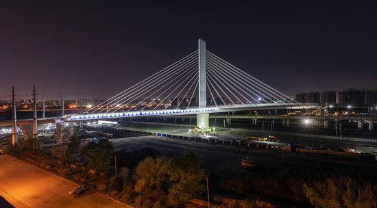 刷新多项纪录 沈阳昆山西路与304国道连通工程斜