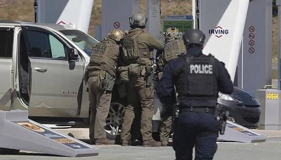 加拿大22死枪击案:凶手曾拍得多辆警车,警服非