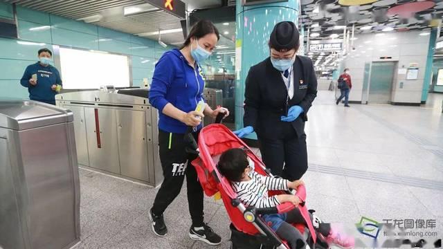 """""""确保乘客安全舒适"""",北京动物园地铁站站长的抗""""疫""""日记"""