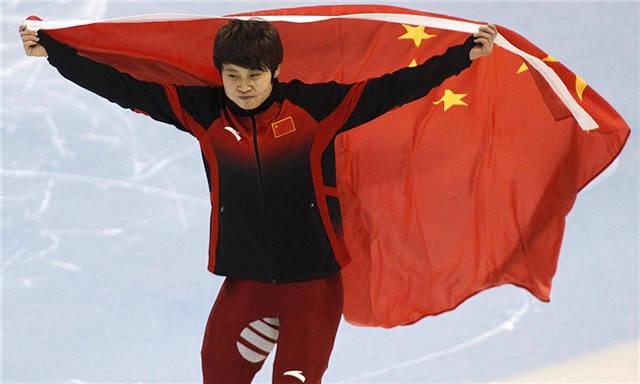 她是中国滑冰一姐,四次夺冠三次被开除,如今