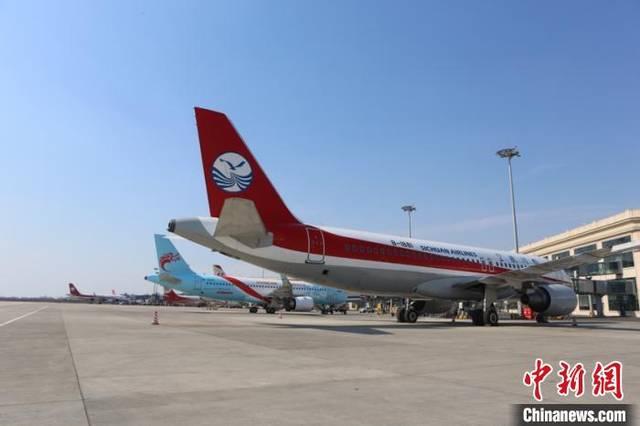 <strong>哈尔滨机场五一假期运送旅客1.56万人次</strong>