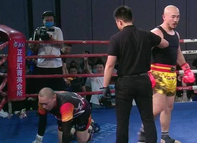 一龙2回合5次KO刘二狗!赞对手有魄力,拳迷:你