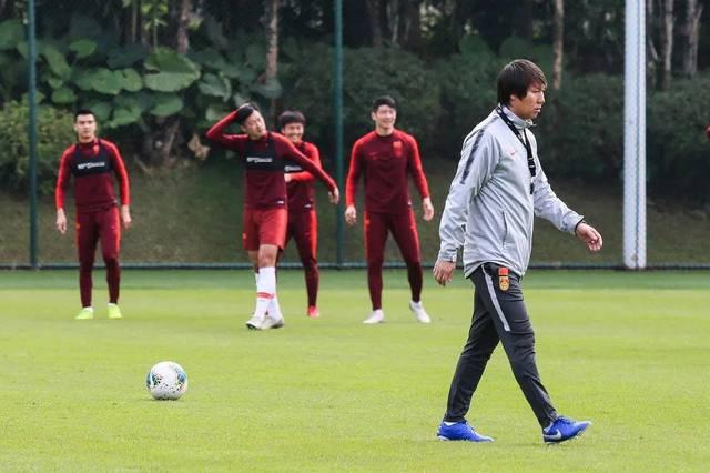 国足要拿上海双雄练手,而他们得尽快证明自己
