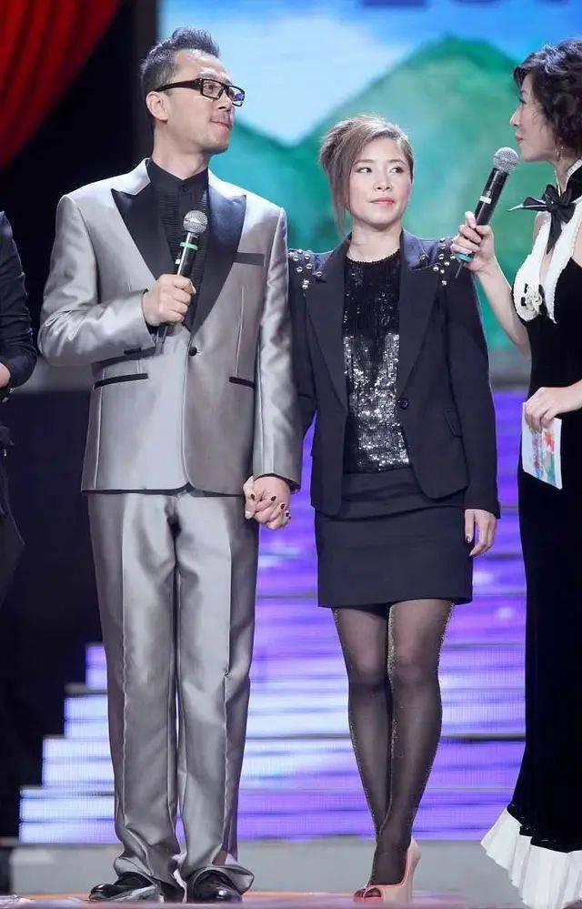 郭涛妻子鲜少露面,穿着朴素典型小女人,但比很多女星都有气质!