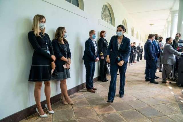 美媒抨击白宫朝令夕改,让病毒正战胜美国,特朗普败光10年家底