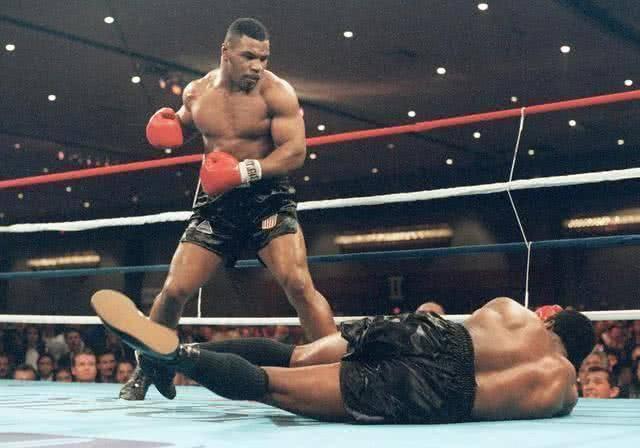 一龙要被KO!泰森训练实力太强大,他还是那个牵